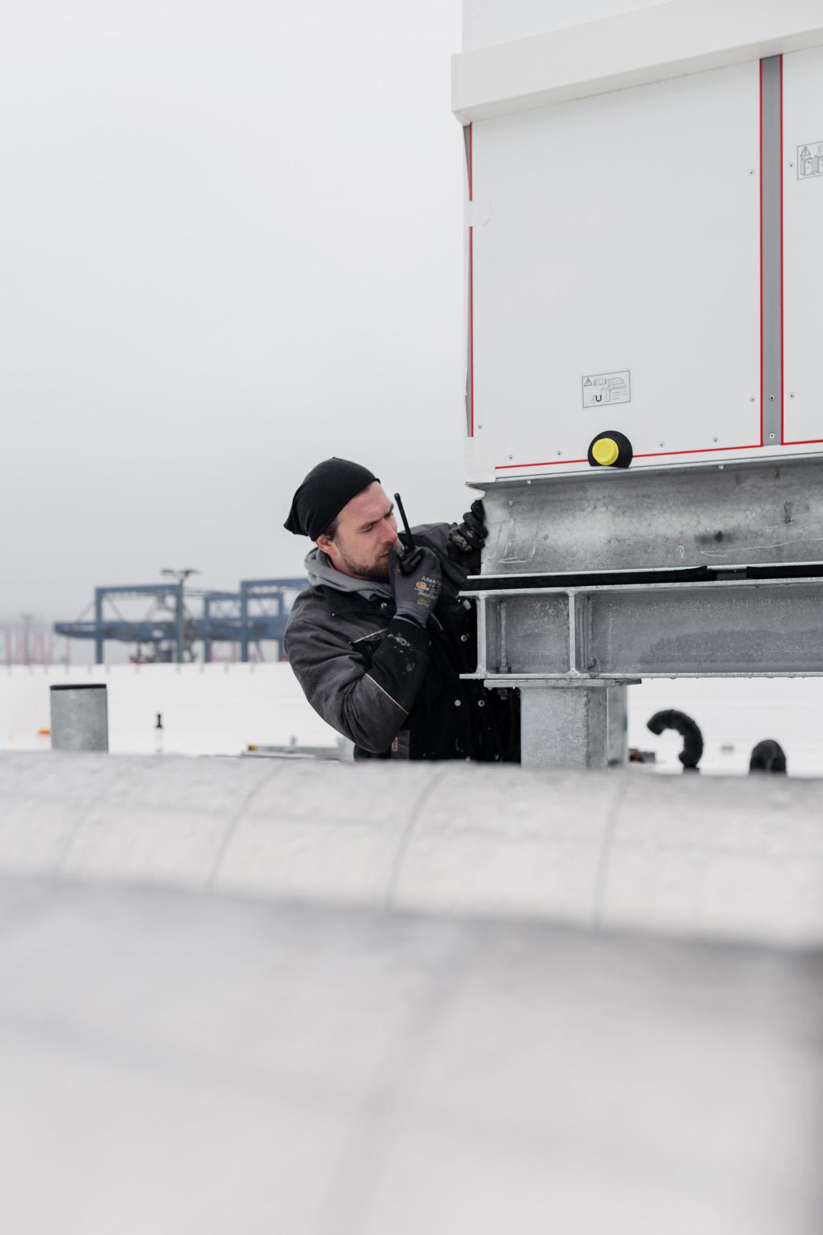 Reportage; Montage; Wolf Klima; Klimasysteme; Lüftung; Nordfrost; Klimatechnik; Kühlung; Arbeiter