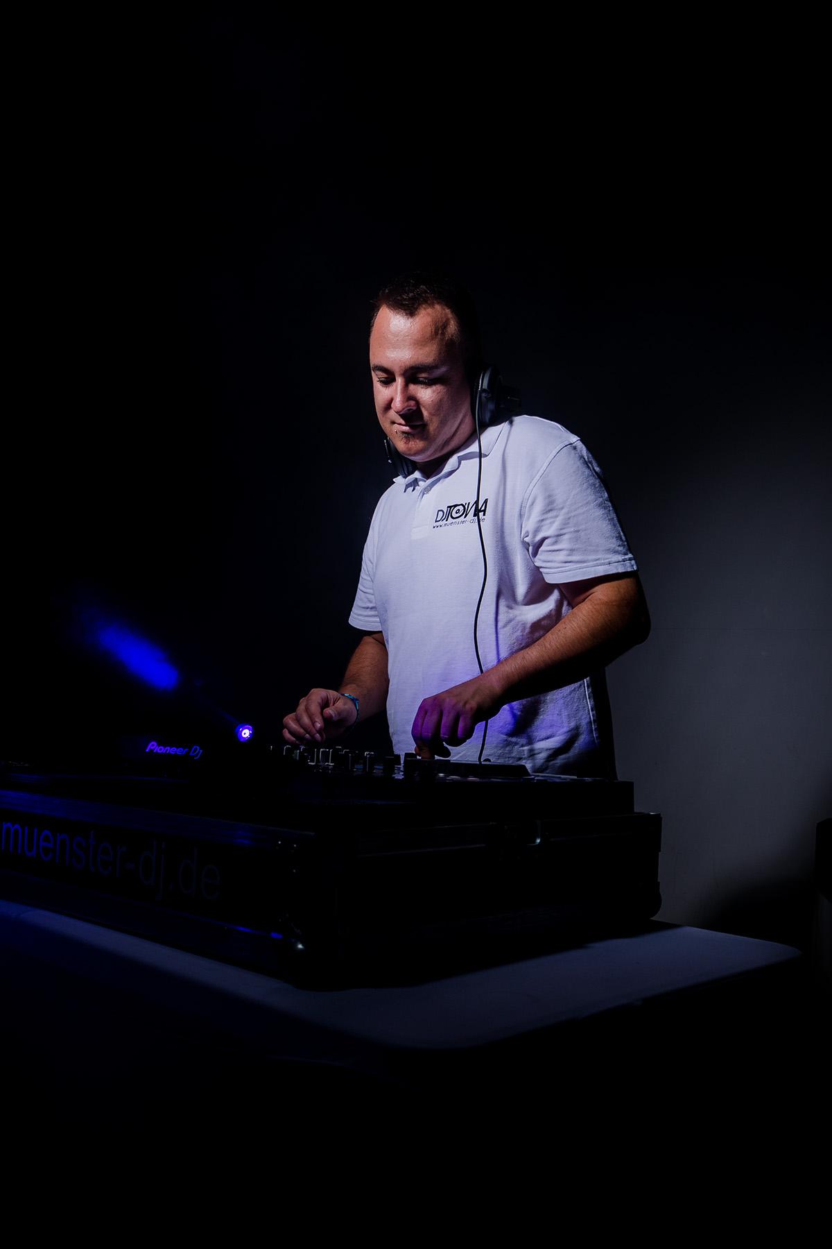 DJ; Imageshoting; Studio; Portrait; Turntable; Disc Jockey